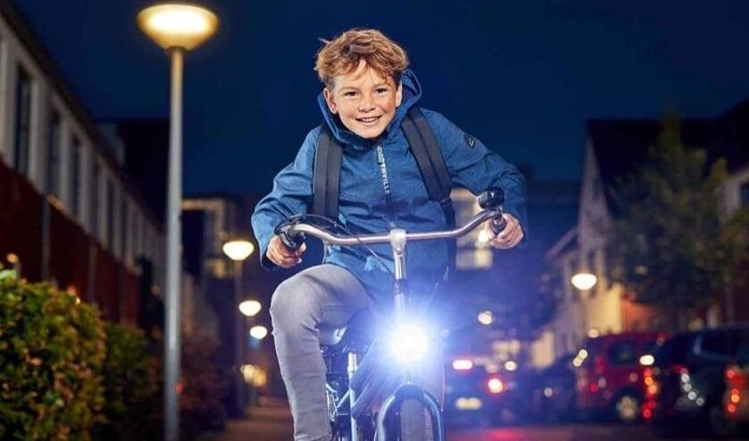 De politie controleerde op fietsverlichting in Cuijk.