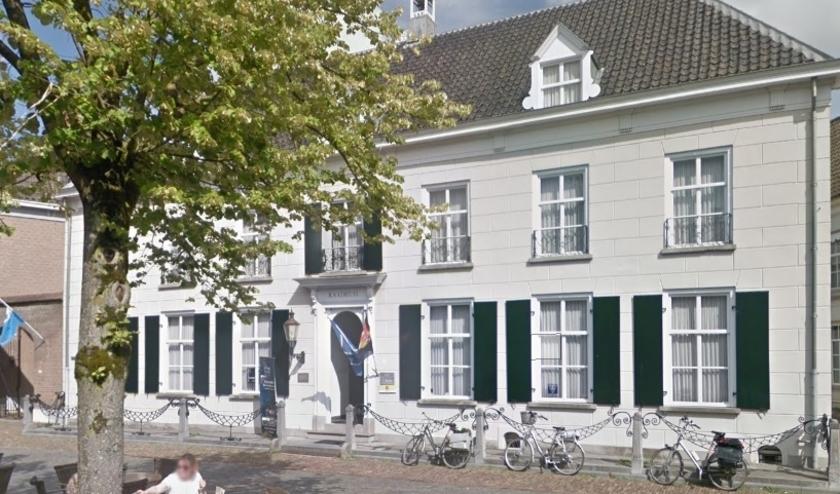 Het voormalige Raadhuis in Ravenstein. (Foto: Google Maps)