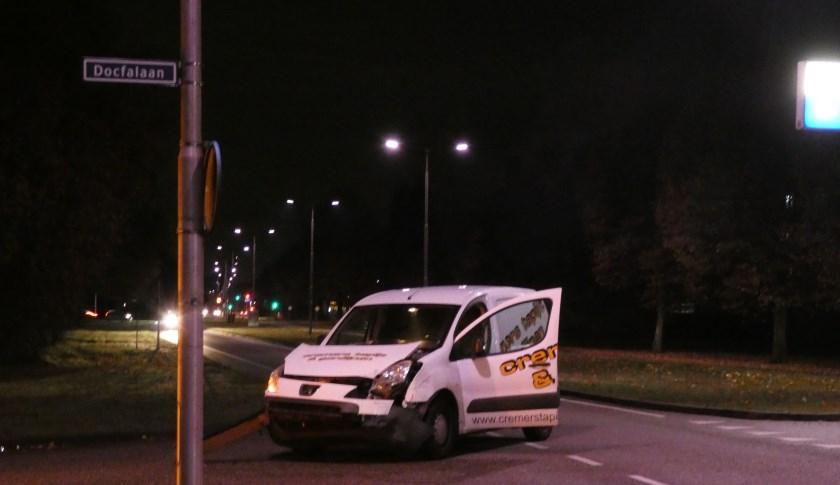 Auto's botsen op Osse kruising. (Foto: Thomas)
