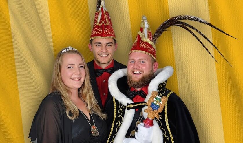 Dit jaar heersten Prins Joost d'n Derde, Prinses Jenna en Adjudant Roy over het Smousenrijk.