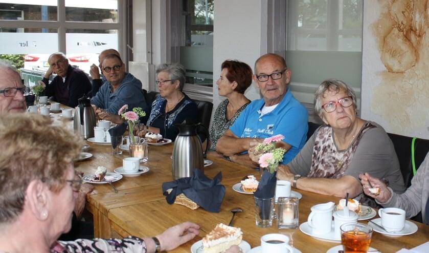 Een informele bijeenkomst van de vrijwillige hulpdienst 'bij 't Vertrek