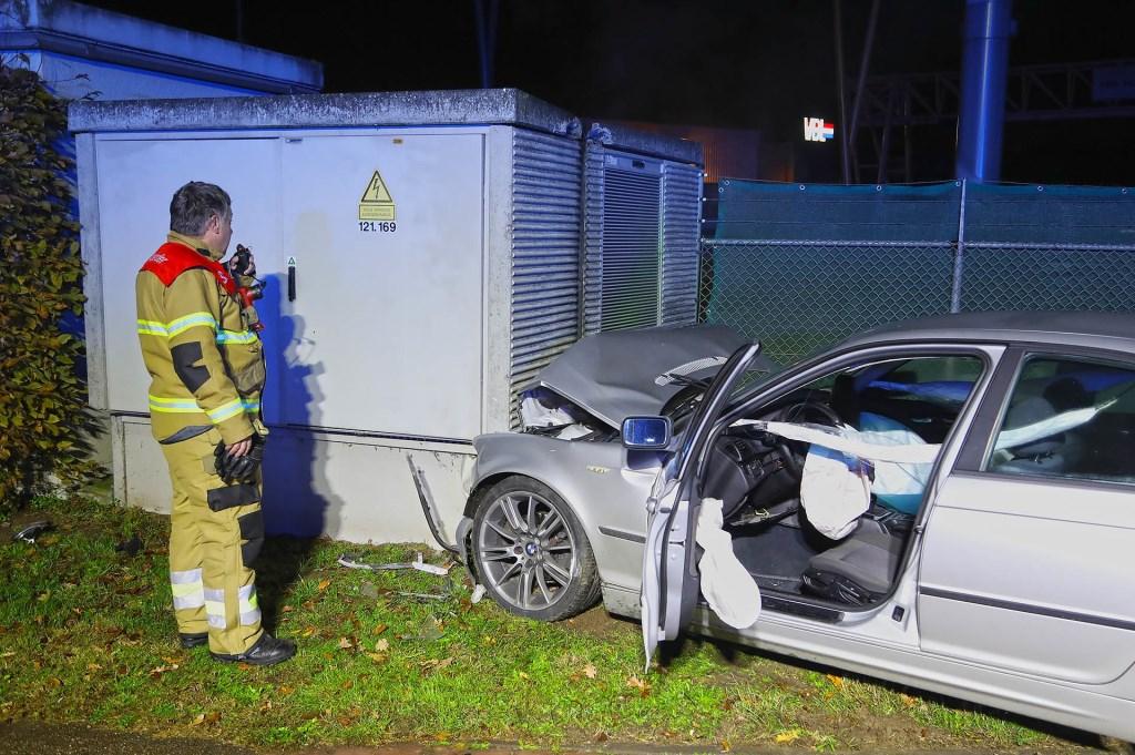 Automobilist ramt transformatorhuisje aan Kantsingel. (Foto: Gabor Heeres / Foto Mallo)  © 112 Brabantnieuws