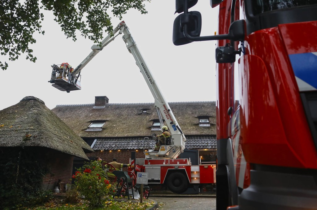 Schoorsteenbrand bij restaurant Montimar in Oss. (Foto: Gabor Heeres / Foto Mallo)(  © 112 Brabantnieuws