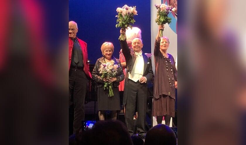 Berry Reijnen derde tijdens Ouderen Songfestival. (Foto: Twitter Ardy van de Louw)