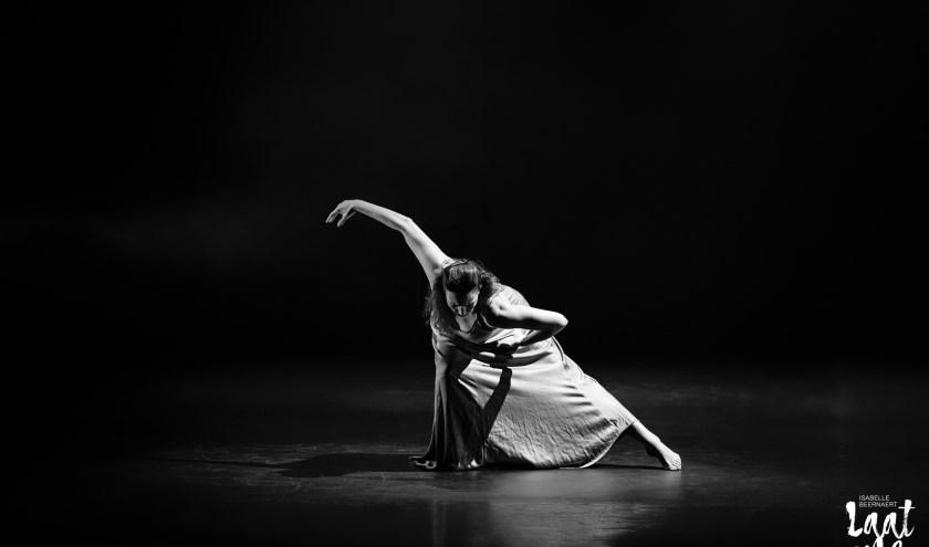 De choreografieën vertellen over twijfels, verwachtingen, innerlijke strijd en zelfontplooiing.