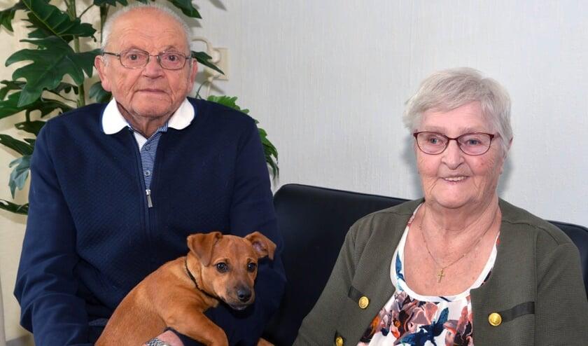 Piet en Mien samen met hun hondje. (foto: Henk Lunenburg)