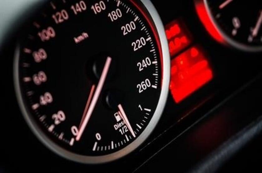 <p>De snelheid waarmee over de Eindstraat in Ven-Zelderheide wordt gereden, moet worden teruggedrongen.</p>