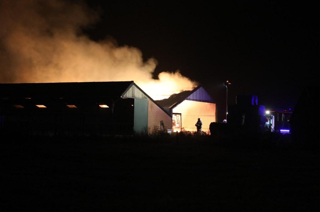 Grote brand in Deursen-Dennenburg. Foto Gabor Heeres - Foto Mallo.  © 112 Brabantnieuws