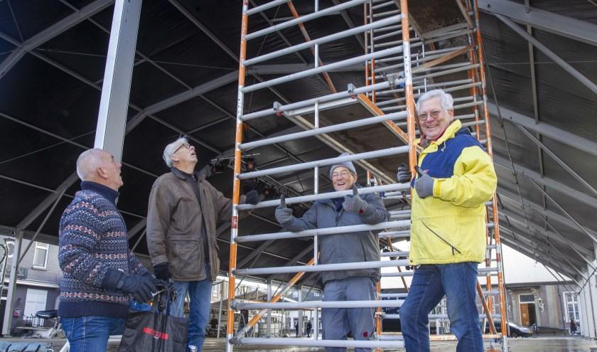 De opbouw van de ijsbaan is in volle gang.