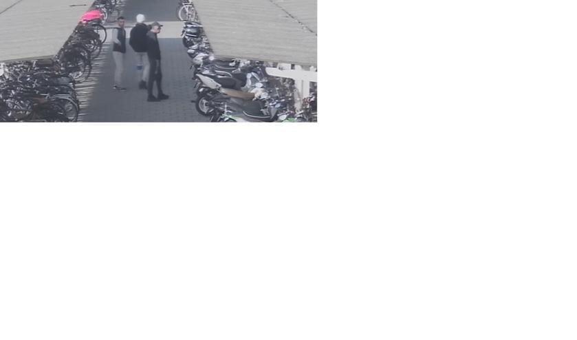 Politie toont beelden van drie scooterdieven in Oss. (Foto: Facebook politie Oss)