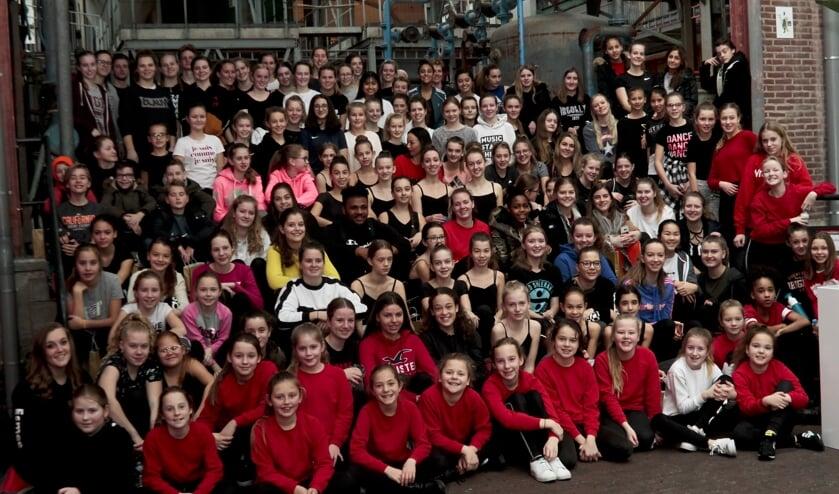 Groepsfoto van de deelnemers aan FestiDans.