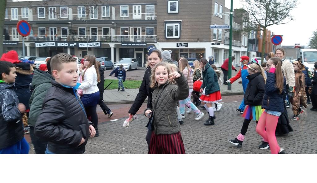 Carnaval bij Basisschool De Teugelaar.  © Kliknieuws Oss
