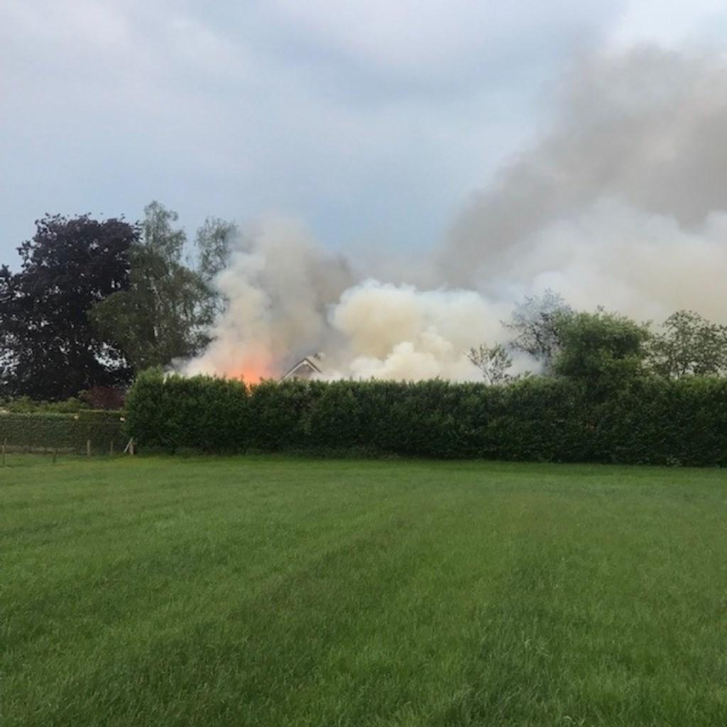 Brand in Geffen. (Foto: Frank van der Heijden)  © 112 Brabantnieuws