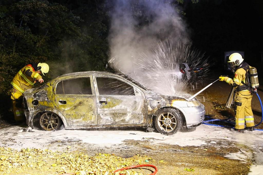 Autobrand in Joannes Zwijsenlaan. (Foto: Gabor Heeres / Foto Mallo)  © Kliknieuws Oss