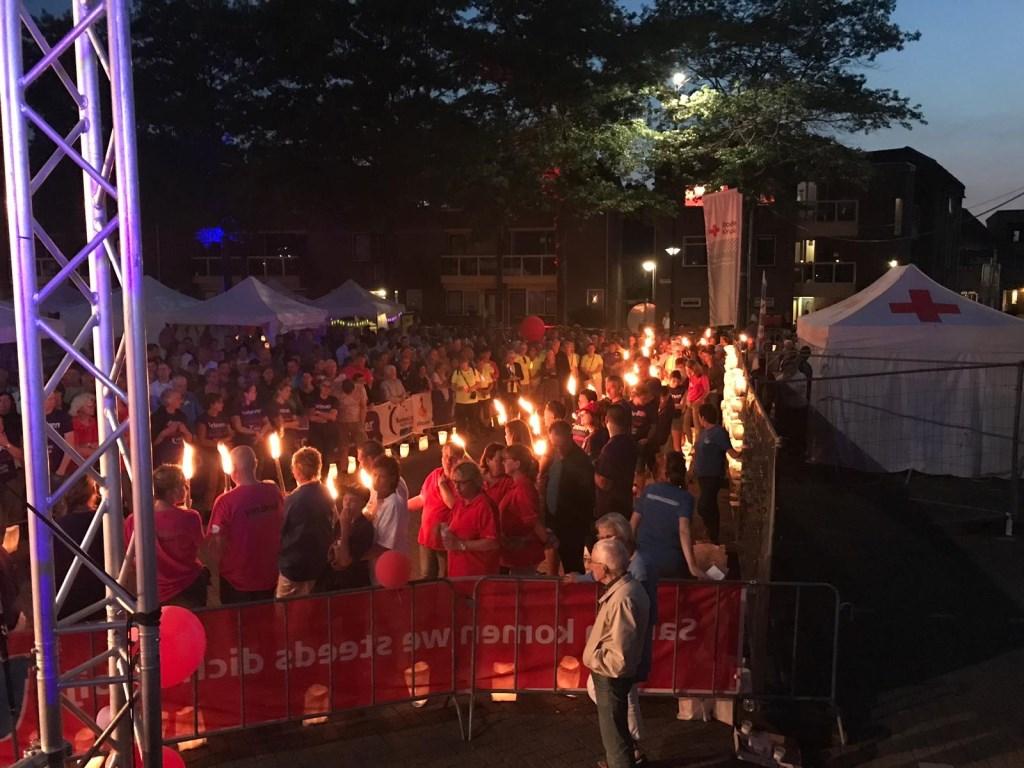 De kaarsenceremonie tijdens de SamenLoop voor Hoop in Oss. (Foto: Bianca Hoegée)  © Kliknieuws Oss