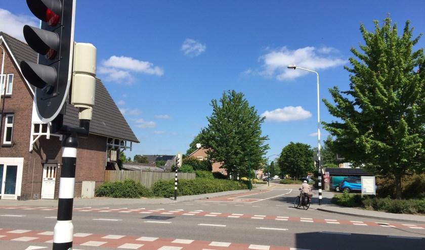 De fietsroute loopt via de Rembrandt van Rijnstraat en de Oranjestraat naar het Elzendaalcollege.