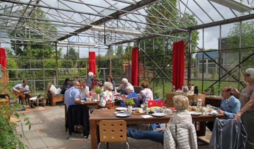 Gedichten, muziek en een eerlijk ontbijt. Het recept van het poëtisch ontbijt van Wereldtuin Verdeliet in Cuijk.