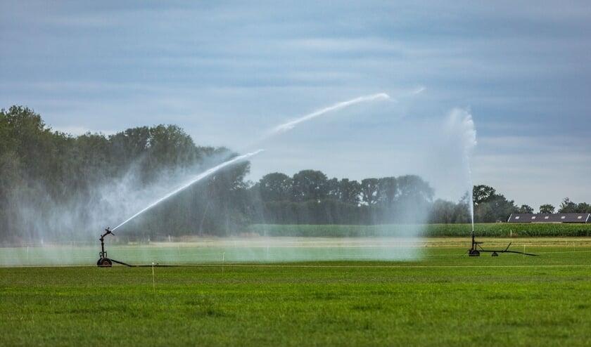 Nu ook hoofdwaterlopen dreigen droog te vallen, is het van groot belang extra zuinig om te gaan met het nog beschikbare water om dit zo goed mogelijk te kunnen verdelen.