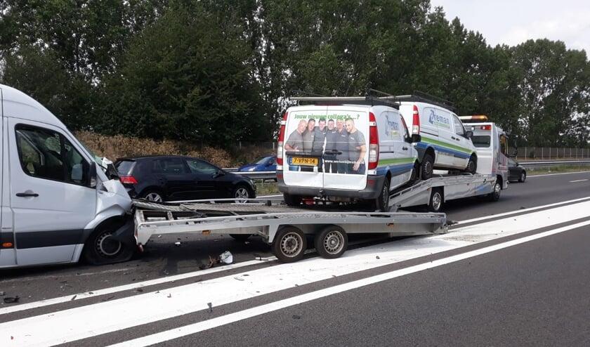 Meerdere automobilisten hinderden hulpverleners na diverse aanrijdingen op de A73.