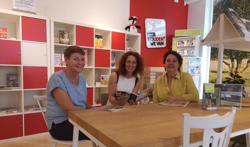 Winkelcoördinator Karin, regiocoördinator Ellen en gastvrouw Ans.