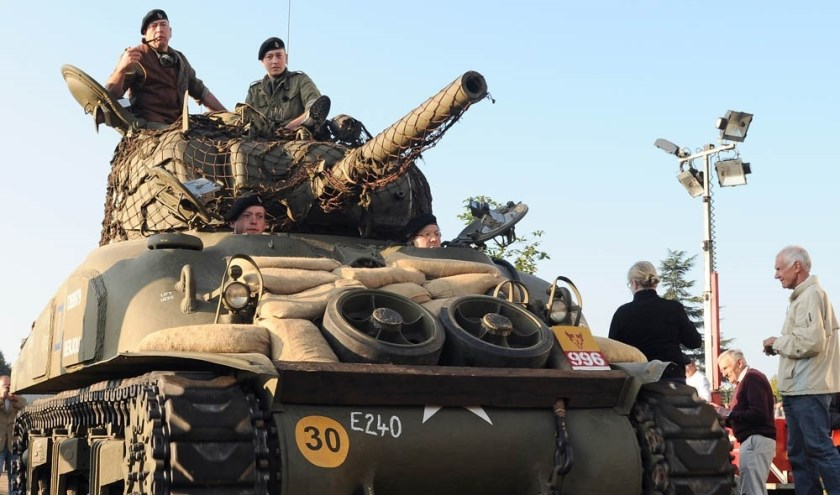250 originele voertuigen en 650 deelnemers in authentieke Britse uniformen zullen als herdenkingskonvooi door Noord-Brabant trekken.