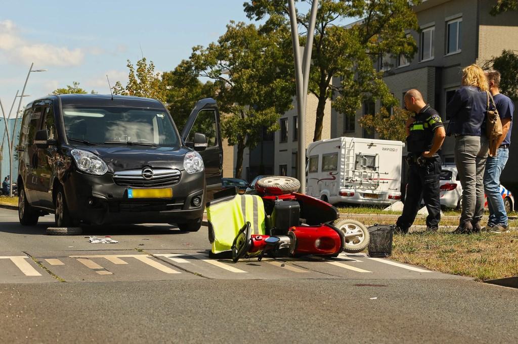 Bestuurder scootmobiel gewond bij ongeval in Oss. (Foto: Gabor Heeres / Foto Mallo) Foto: Gabor Heeres © Kliknieuws Oss