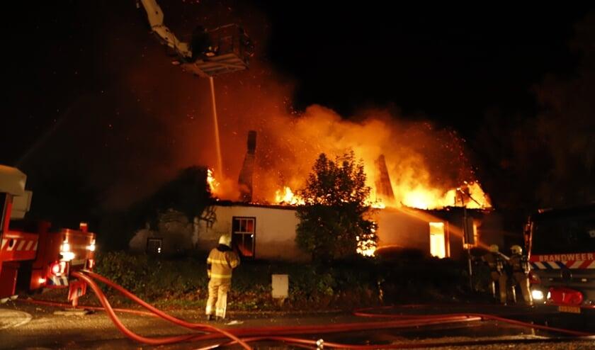 In Velp is een huis volledig uitgebrand.