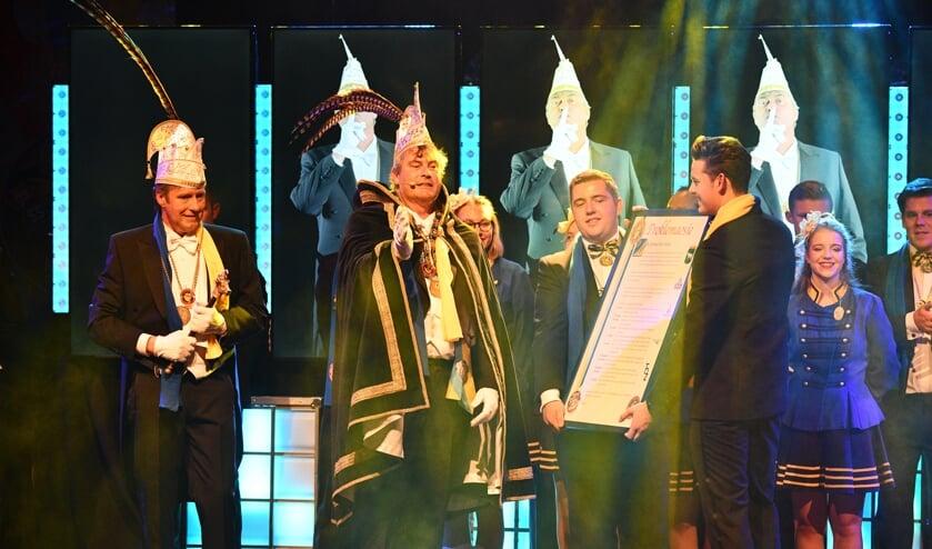 Stadsprins Gerard de Bresser en Adjudant Frits Vogels (links). Foto: Hans van den Brink.
