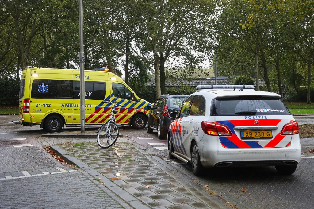 Fietser gewond bij ongeval op Joannes Zwijsenlaan. (Foto: Gabor Heeres / Foto Mallo)  © 112 Brabantnieuws