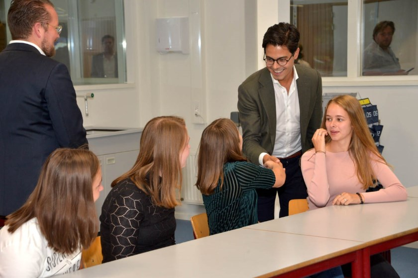D66 fractievoorzitter Rob Jetten maakt kennis met leerlingen