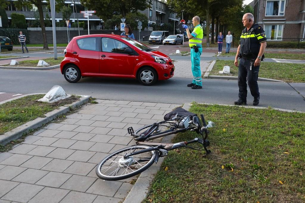 Opnieuw ongeval op kruising Wethouder van Eschstraat / Zonnebloemstraat. (Foto: Gabor Heeres / Foto Mallo)  © Kliknieuws Oss