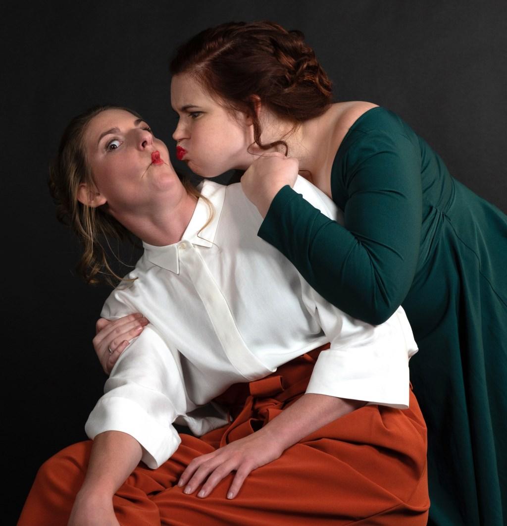 Sopranen Anouk Antonissen en Sanne Vleugels stoffen het oubollige imago van opera af.  © Kliknieuws Veghel