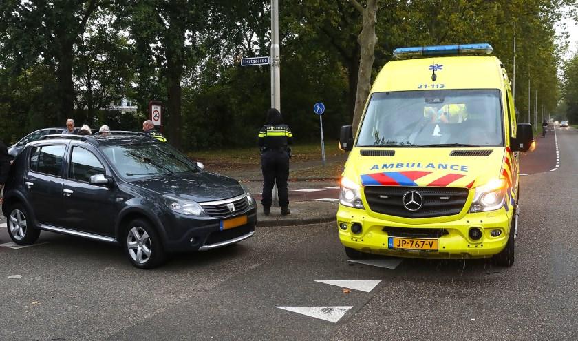 Fietser gewond bij ongeval op Joannes Zwijsenlaan. (Foto: Gabor Heeres / Foto Mallo)