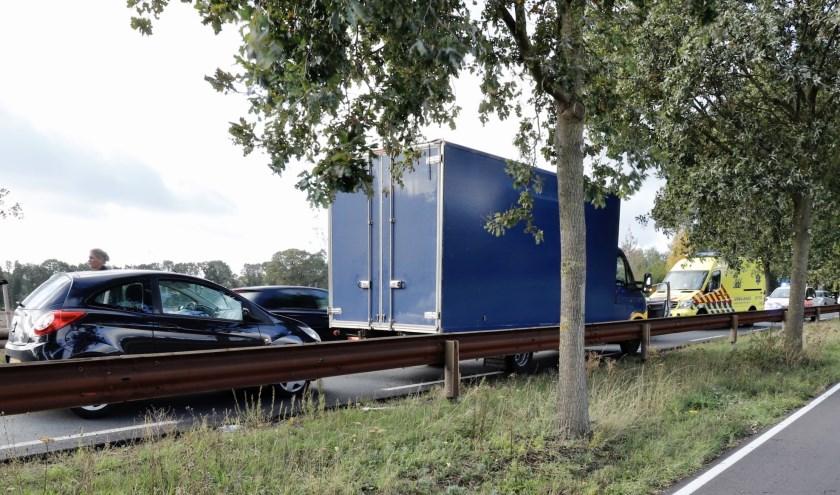 Drie voertuigen betrokken bij een kop-staart-botsing op de N324 in Velp.