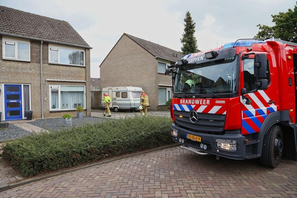 Brandweer opgeroepen voor brandje in Geffense tuin. (Foto: Gabor Heeres / Foto Mallo)  © Kliknieuws Oss