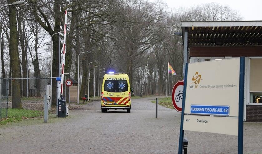 De hulpdiensten zijn vanmiddag massaal uitgerukt naar het asielzoekerscentrum in Overloon.