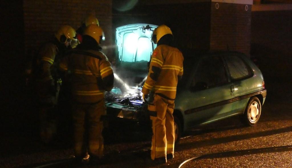 Autobrand in Tollensstraat. (Foto: Thomas)  © 112 Brabantnieuws