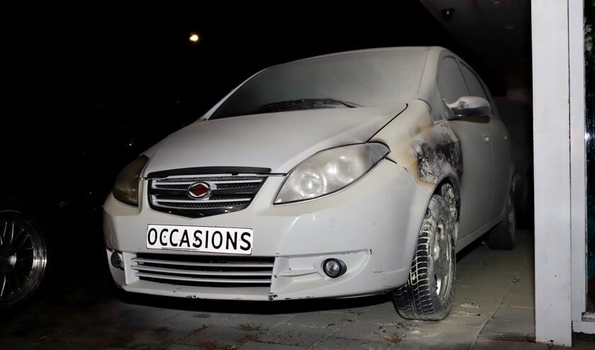 Een auto bij een tankstation in Cuijk werd aangestoken. Omstander voorkwamen een grote brand.