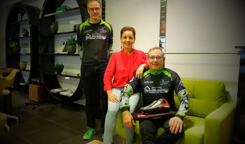 Robert van der Ham, Lisette de Ruiter en Evert de Ruiter nemen komende week deel aan de Alternatieve Elfstedentocht op de Weissensee.