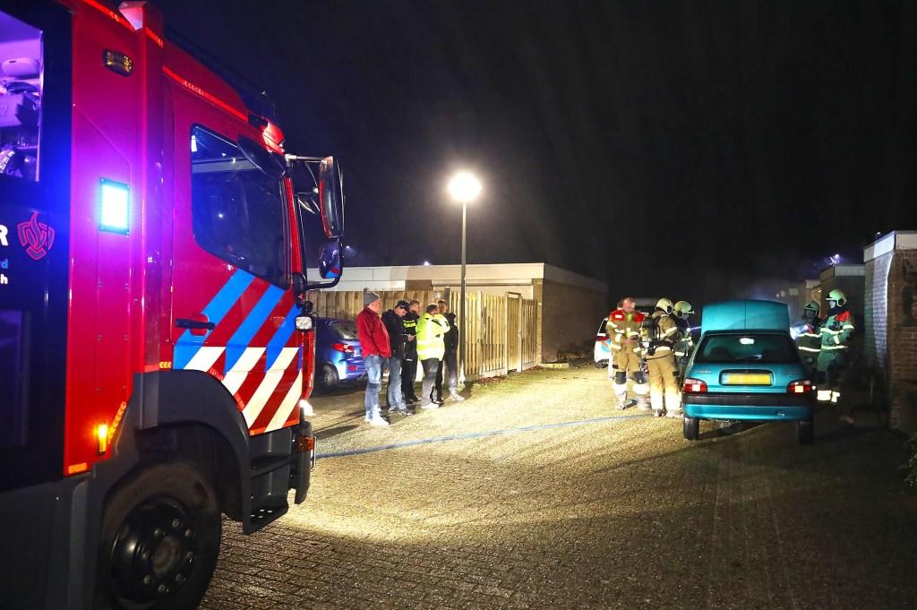 Autobrand in Tollensstraat, geen sprake van brandstichting. Foto Gabor Heeres Foto Mallo  © 112 Brabantnieuws