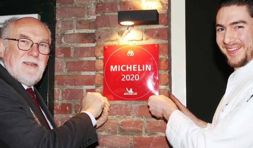 Restaurant Boompjes Overloon kreeg eerder een Bib Gourmand ('een halve Michelin-ster'). Die werd afgelopen dinsdag opgehangen door burgemeester Karel van Soest.
