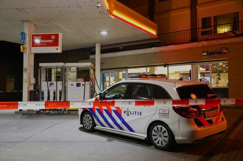 Politie onderzoekt overval in Berghem. (Foto: Gabor Heeres, Foto Mallo)