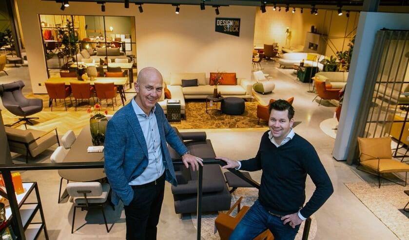 <p>Ad en Ruben in de winkel. (foto: Ad van de Graaf)</p>
