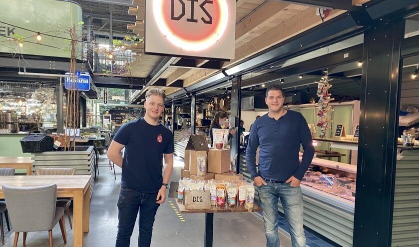 <p>Julian Hommeles van DIS KIP en Teun Horck van DIS starten een nieuw concept.</p>