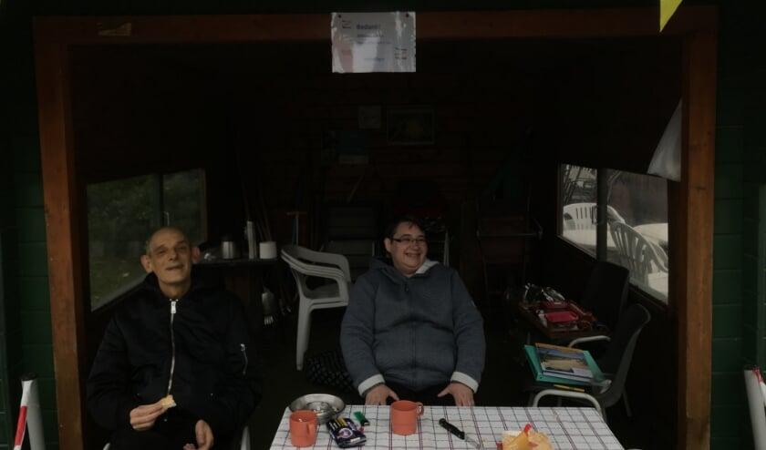 <p>John en Silvia vinden het mooi geweest en dragen het vrijwilligersstokje over.</p>