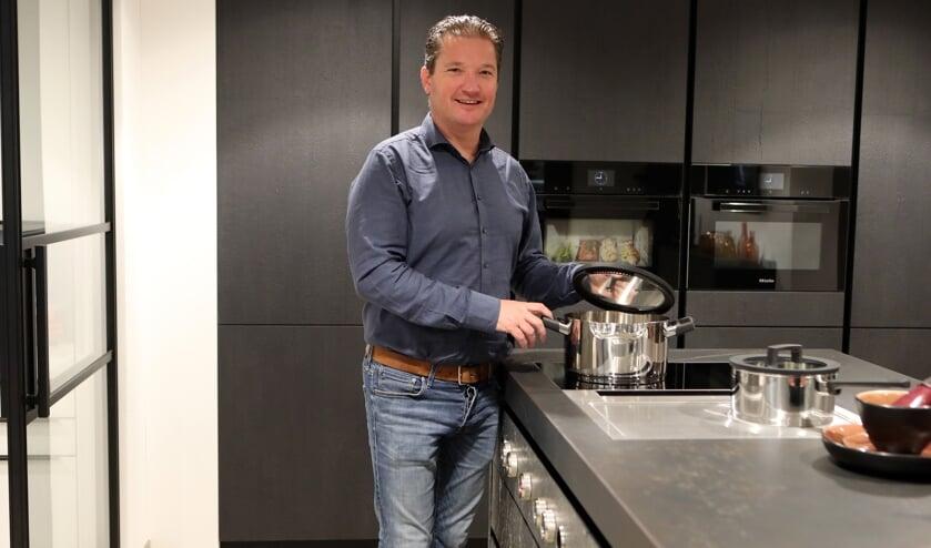Marco van den Akker, eigenaar van Tonies Keukens, Sanitair en Tegels.