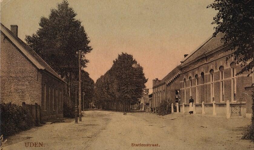 <p>De vroegere Stationstraat in Uden. (foto: Stg. Het Uden-archief van Bressers)</p>