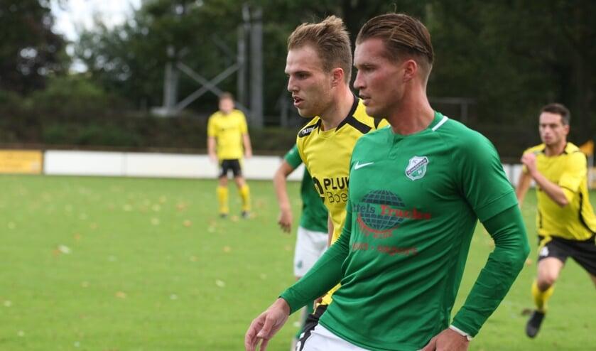<p>Quincy Broers (R) geconcentreerd namens FC Schadewijk</p>