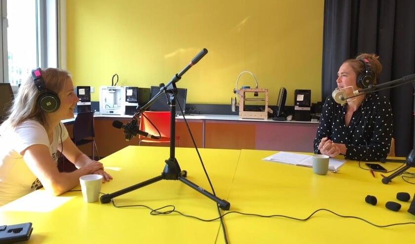 Letizia Rompelberg (rechts) interviewde ruim 60 Ossenaren.
