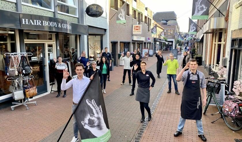 <p>De ondernemers in de Kalverstraat in het Veghelse centrum presenteerden onlangs nieuwe vlaggen met logo.</p>